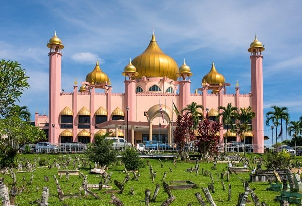 Nhà thờ hồi giáo Kuching là một trong những địa điểm tham quan đẹp ở Kuching
