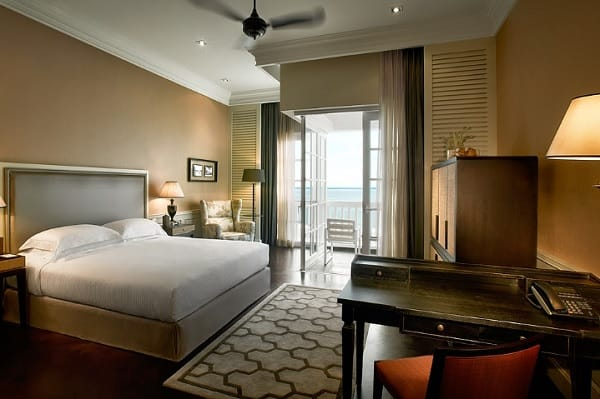 Khách sạn ở Penang Malaysia. Khách sạn gần biển Penang. Eastern And Oriental Hotel