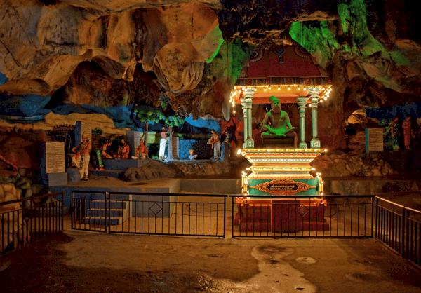 Kinh nghiệm đi động Batu Caves, chiêm ngưỡng những tác phẩm ở Cave Villa