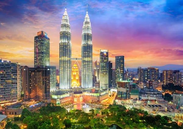 Kinh nghiệm du lịch Kuala Lumpur, tháp đôi Petronas là địa điểm du lịch nổi tiếng nhất