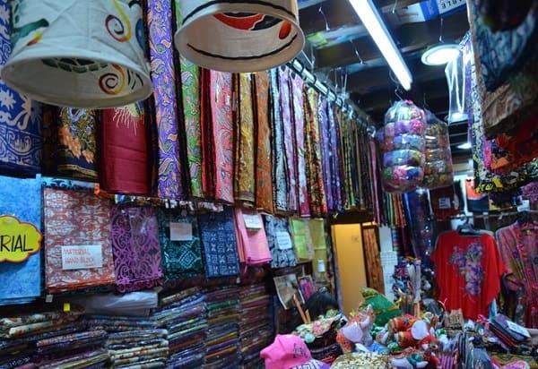 Kinh nghiệm du lịch Malaysia, mua vải truyền thống làm quà