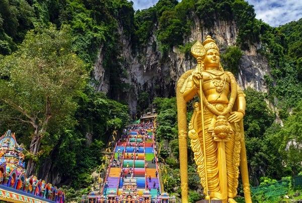 Kinh nghiệm du lịch Kuala Lumpur, đi thăm Batu Caves là địa điểm du lịch gần Kuala Lumpur nổi tiếng