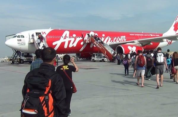 Kinh nghiệm du lịch Penang Malaysia. Từ Việt Nam đến Penang di chuyển bằng cách nào? Đi máy bay Air Asia