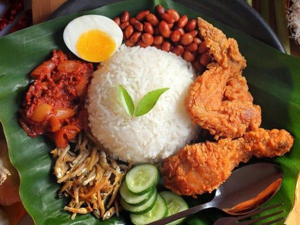 Món ăn ngon ở Kuala Lumpur, cơm truyền thống Nasi Lemak