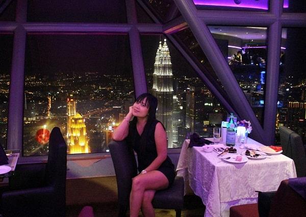 Ăn gì ở tháp Menara Kuala Lumpur, thưởng thức tại nhà hàng Atmosphere 360