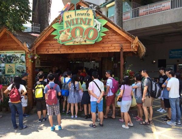 Có gì ở tháp Menara Kuala Lumpur, sở thú Mini Zoo cho trẻ em