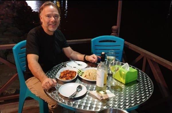 Quán ăn ở Sabah Malaysia. Quán ăn nổi tiếng ở Sabah Malaysia. Quán Harbour Bistro Cafe