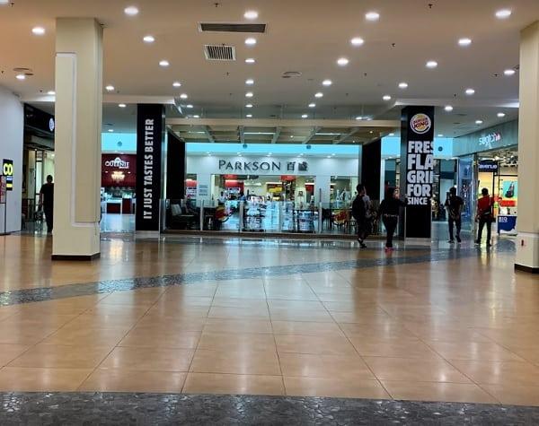 Đến Kuching Malaysia nên mua sắm ở đâu? Địa điểm mua sắm ở Kuching Malaysia. Trung tâm mua sắm Plaza Merdeka