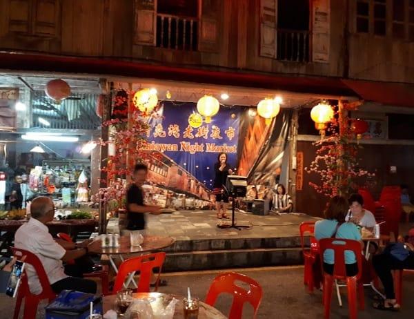Địa điểm mua sắm ở Kuching Malaysia. Chợ đêm phố cổ Siniawan. Địa điểm mua sắm giá rẻ ở Kuching
