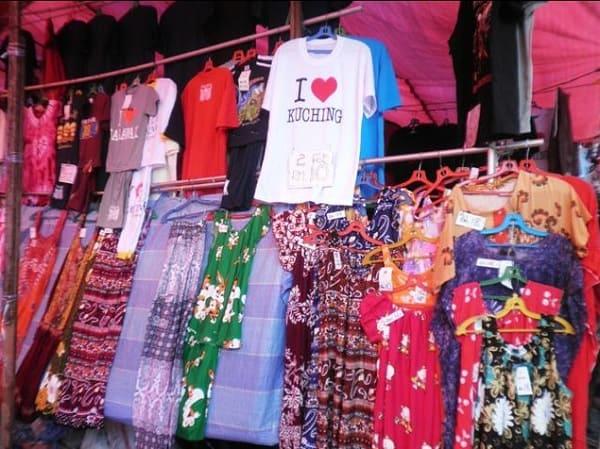 Địa điểm mua sắm ở Kuching Malaysia. Chợ cuối tuần Satok. Địa điểm mua sắm giá rẻ ở Kuching