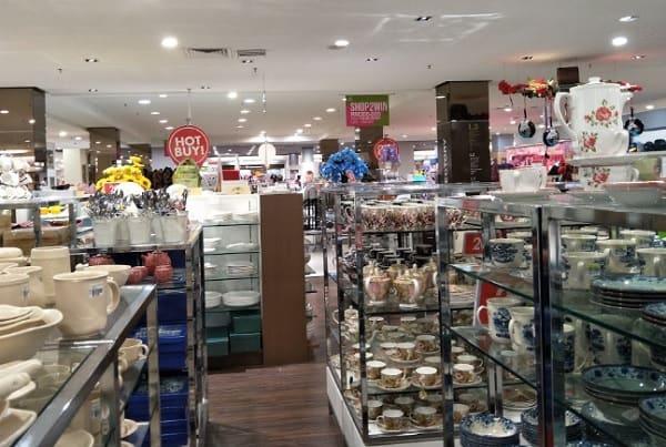 Du lịch Kuching nên mua sắm ở đâu? Địa điểm mua sắm ở Kuching Malaysia. Trung tâm mua sắm Plaza Merdeka