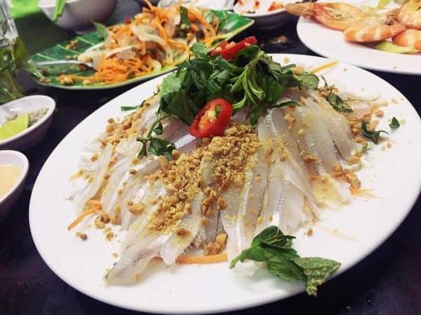 Điểm danh những quán hải sản ngon rẻ ở Nha Trang 2019. Du lịch Nha Trang nên đi ăn hải sản ở đâu? Địa chỉ ăn hải sản ở Nha Trang.