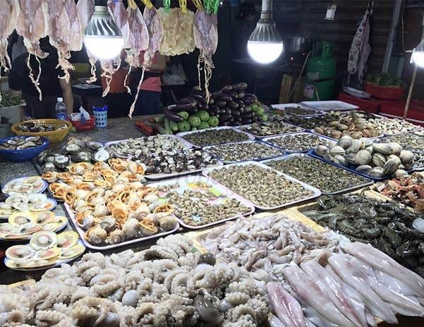 Địa chỉ mua hải sản giá rẻ ở Nha Trang mang về: Mua hải sản tươi sống ở đâu Nha Trang ngon, bổ, rẻ?