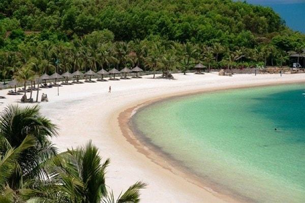 Hòn Tằm - bãi biển đẹp ở Nha Trang
