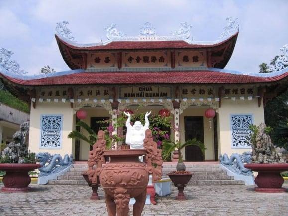 Những ngôi chùa linh thiêng ở Nha Trang có phong cảnh đẹp. Nên tới ngôi chùa nào ở Nha Trang.