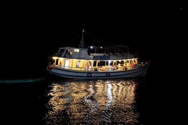 Các địa điểm chơi tối ở Nha Trang đông đúc, vui vẻ. Du lịch Nha Trang về đêm nên tới đâu? Điểm chơi tối ở Nha Trang đẹp, thú vị