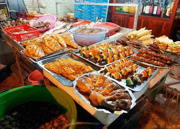 Ăn chơi và mua gì ở chợ đêm Nha Trang?