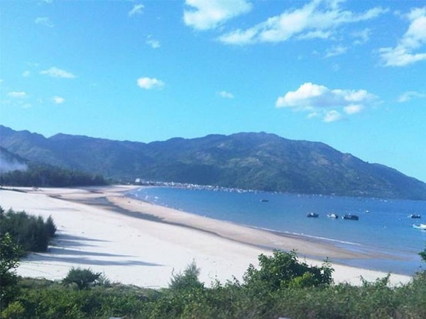 Chụp ảnh với bãi biển đẹp ở Nha Trang