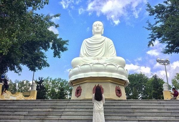 Du lịch chùa Long Sơn Nha Trang đầu năm cầu may & ngắm tượng Phật lớn nhất  Việt Nam
