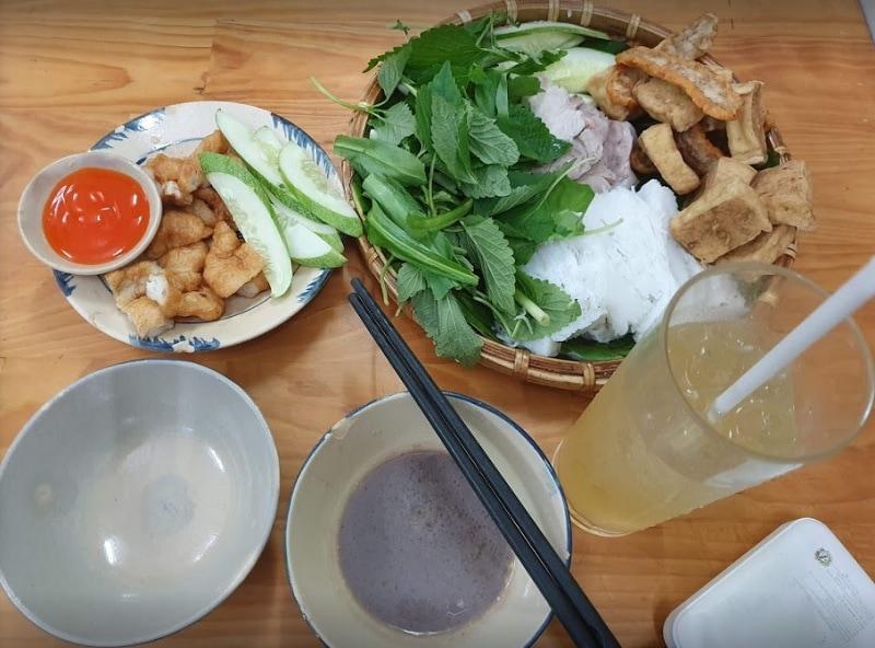 Ăn gì ở quận 1 Sài Gòn? Quận 1 ăn gì ở đâu? Bún đậu cô Khàn