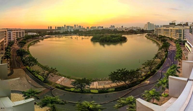 Danh lam thắng cảnh đẹp, nổi tiếng ở Sài Gòn. Du lịch Sài Gòn đi đâu chơi, tham quan, check in đẹp? Hồ Bán Nguyệt