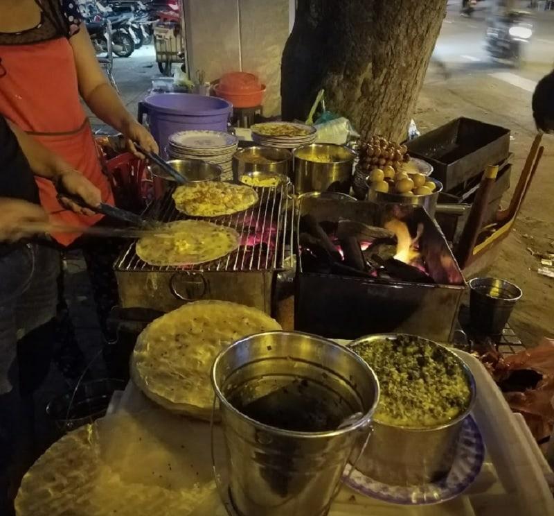 Ăn gì ở quận 1 Sài Gòn? phố ăn vặt quận 1 mới mở. Bánh tráng nướng 61 Cao Thắng