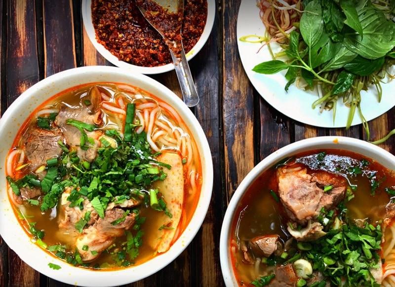 Ẳn gì ở quận 1 Sài Gòn? Các quán ăn ngon quận 1. Quán bún bò Huế Bùi Thị Xuân