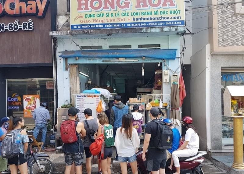 Ăn gì ở quận 1 Sài Gòn? Địa điểm ăn uống quận 1. Bánh mì Hồng Hoa