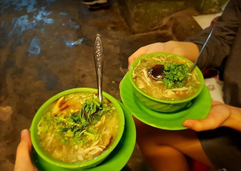 Ăn gì ở quận 1 Sài Gòn? Các quán ăn ngon rẻ ở quận 1. Súp cua nhà thờ Đức Bà