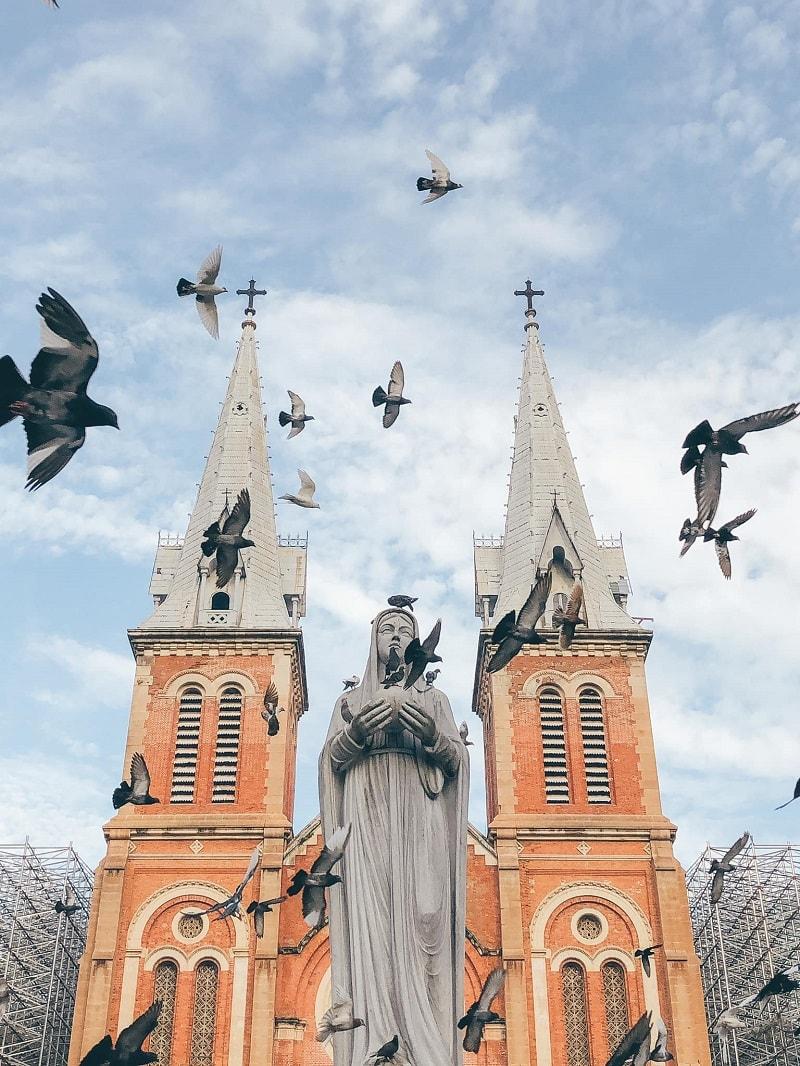Có gì xung quanh nhà thờ Đức Bà Sài Gòn?