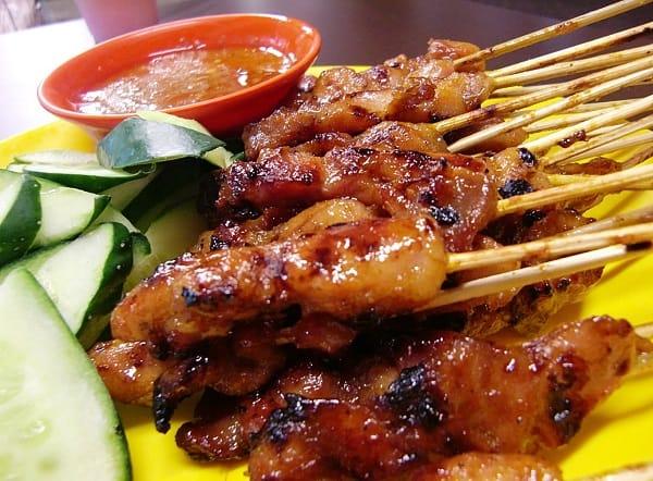 Thịt nướng Satay - món ăn vặt nổi tiếng Singapore