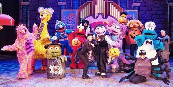 Có nên đi chơi ở Universal Studio Singapore hay không? Xem show Trick or Treat with Sesame Street ở Universal Studio Singapore