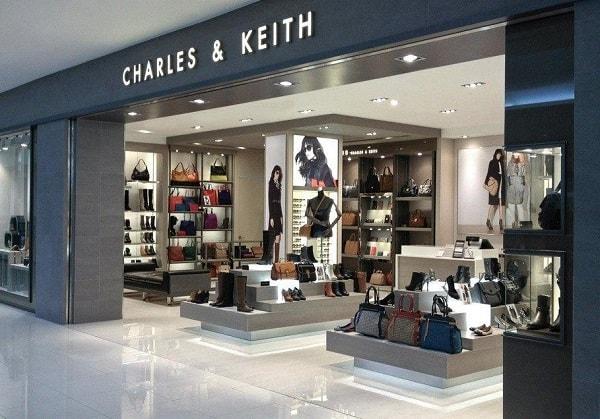 Đi Singapore nên mua gì? Mua giày dép, túi xách ở Charles and Keith