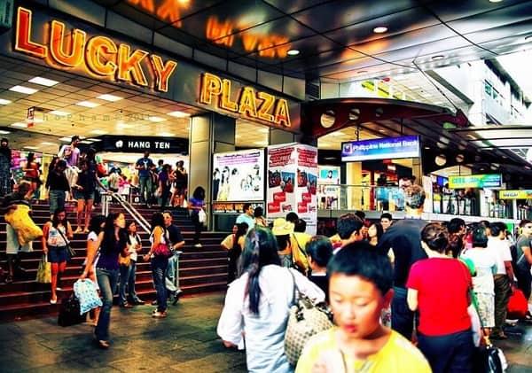 Địa chỉ mua đồ lưu niệm Singapore: Lucky Plaza trên đường Orchard