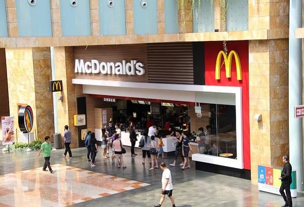 Kinh nghiệm du lịch đảo Sentosa giá rẻ, ăn tại McDonald's