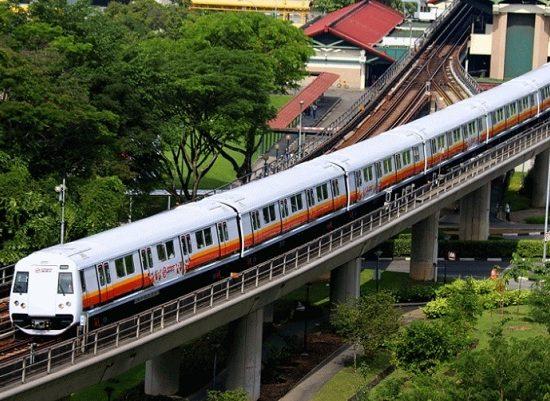 Tàu điện ngầm MRT ở Singapore. Phương tiện công cộng hiện đại nhất ở Singapore