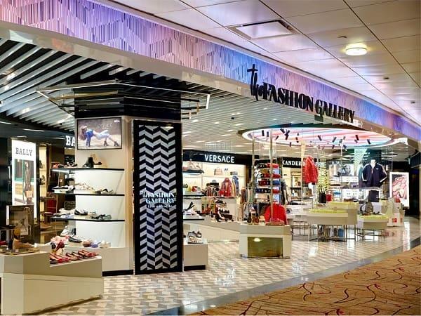 Mua hàng duty free ở sân bay Changi, mua quần áo ở the Fashion Gallery