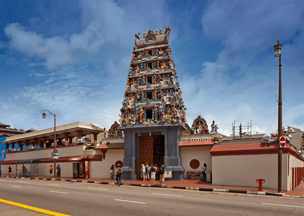 Chơi gì ở Singapore 1 ngày, đền Sri Mariamman Temple