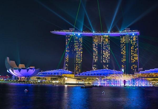 Chơi gì ở Singapore 1 ngày? Ngắm cảnh tại vịnh Marina vào ban đêm
