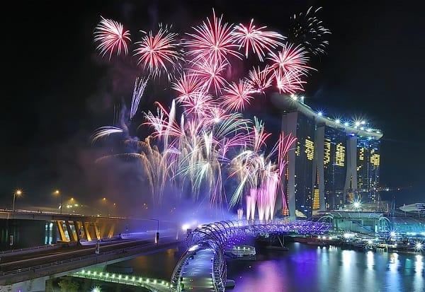 Địa chỉ xem bắn pháo hoa ở Singapore năm mới, cầu Helix là địa điểm xem pháo hoa đẹp