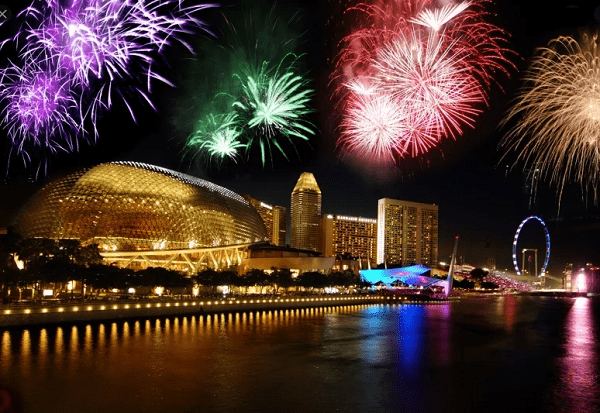 Esplanade Bridge, một trong những địa điểm xem bắn pháo hoa ở Singapore nổi tiếng