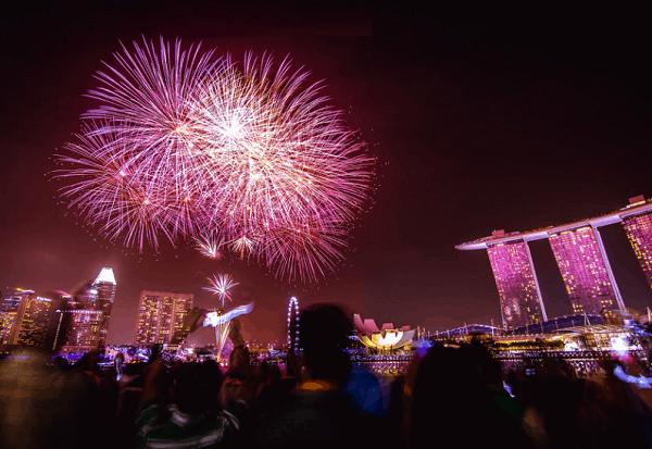 Esplanade Waterfront là địa điểm xem pháo hoa ở Singapore đông đúc nhất
