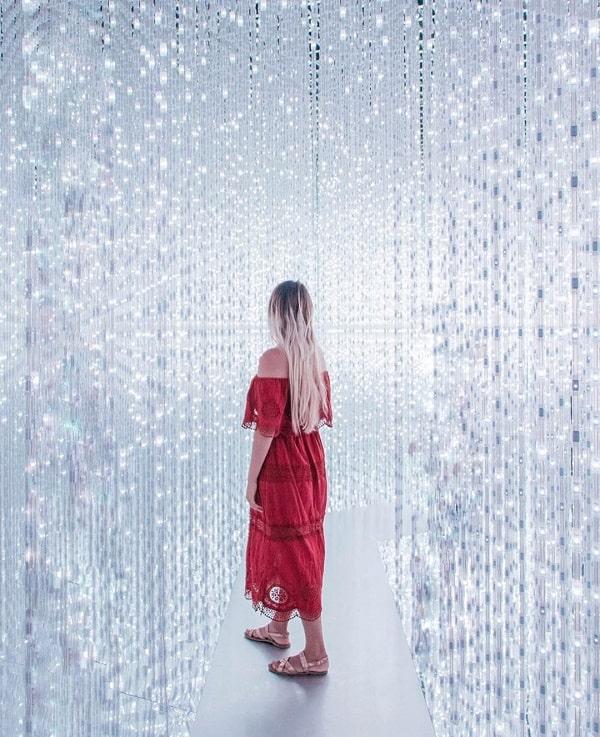 Địa điểm chụp hình đẹp ở Singapore, chụp với Crystal Universe ở ArtScience Museum