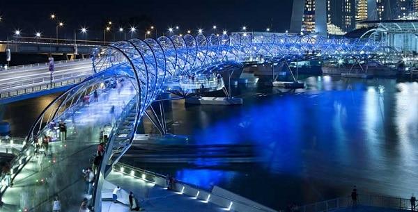 Địa điểm chụp hình đẹp ở Singapore, cây cầu Helix vào buổi tối