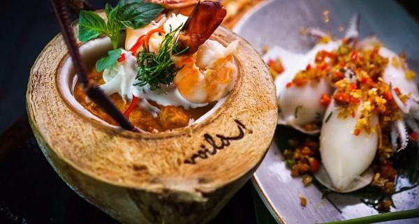 Món ăn nổi tiếng của nhà hàng hải sản Bangkok: Tôm sốt nước cốt dừa