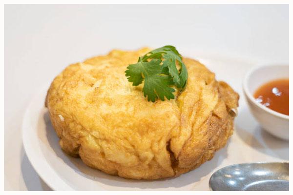 Địa điểm ăn đồ Thái ngon nhất Bangkok, đến Krua Apsom thưởng thức trứng tráng thịt cua.
