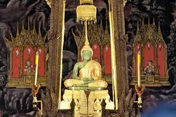 Wat Phra Kaew - Ngôi chùa Phật Ngọc thu hút khách du lịch