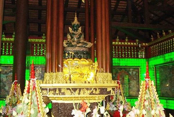 Tượng Phật Ngọc tại Chùa Phật Ngọc là điểm đến tiếp theo được yêu thích tại Bangkok