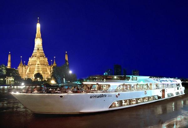 Thăm quan và đi thử du thuyền trên sông Chao Phraya là hoạt động thú vị ở BangKok
