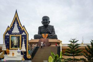 Du lịch Hua Hin: Đến thăm ngôi đền Huay Mongkol tại Hua Hin